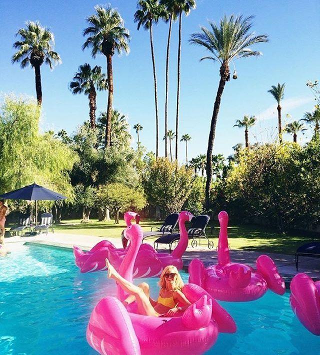 flamingo pool float piscines pinterest matelas gonflable gonflable et barbier. Black Bedroom Furniture Sets. Home Design Ideas