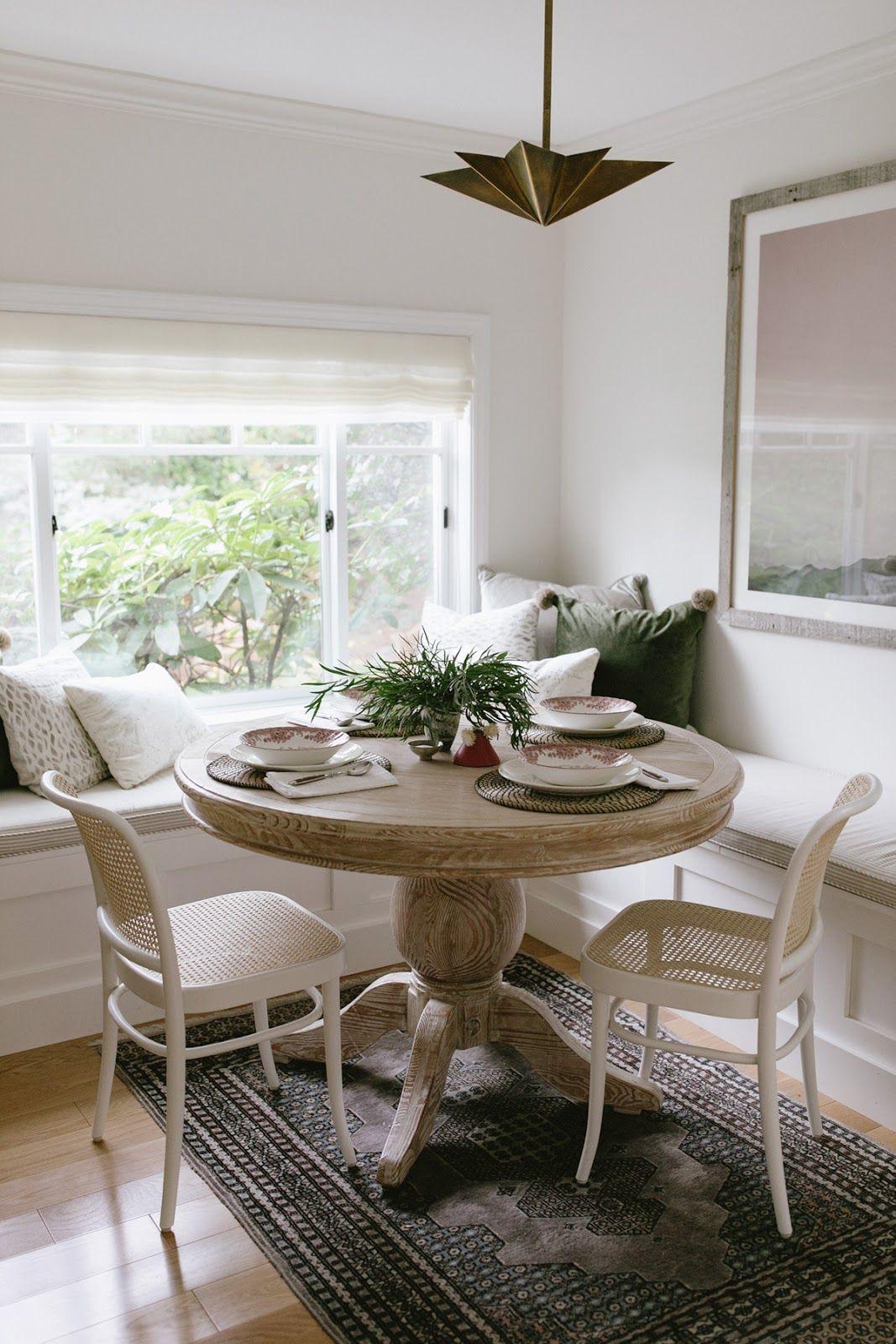 friday link love weekend sales round tables breakfast nook rh pinterest com
