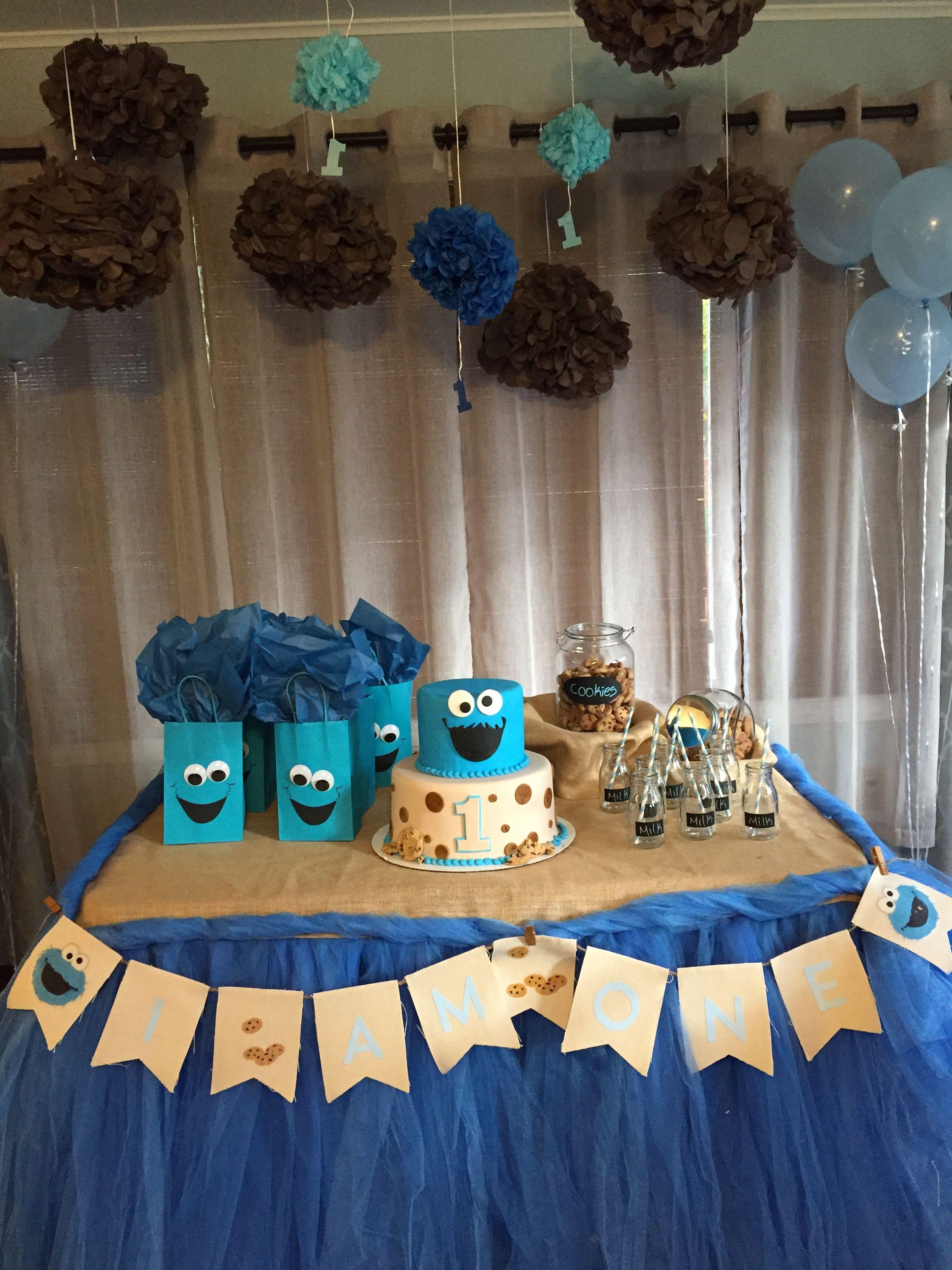 DIY little Cookie Monster birthday decoration DIY