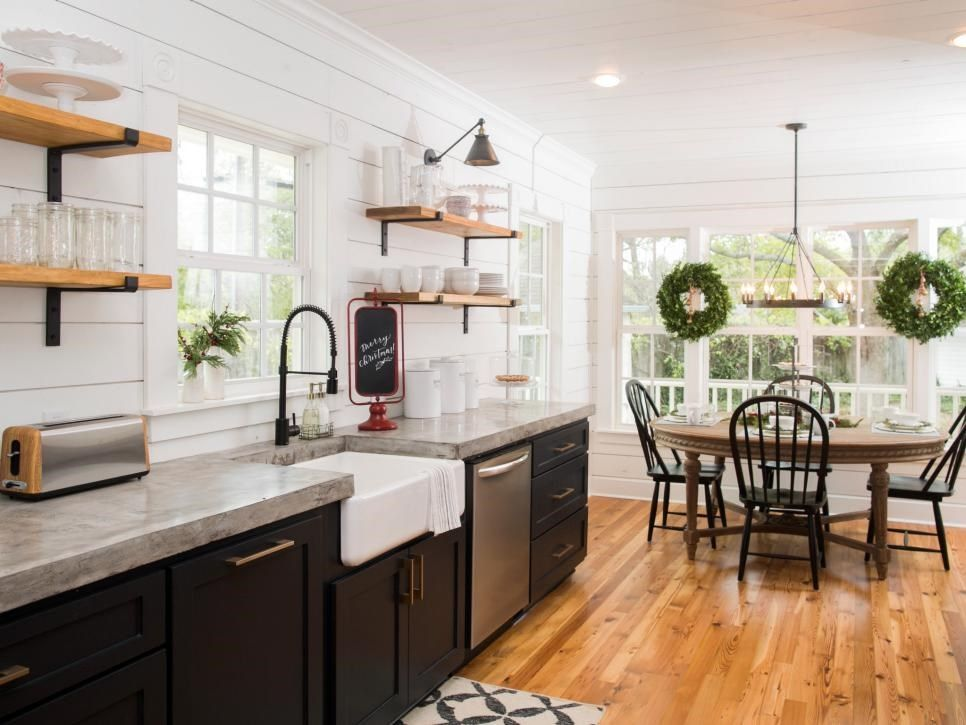 Fixer Upper Renovation And Holiday Decor At Magnolia House Bed