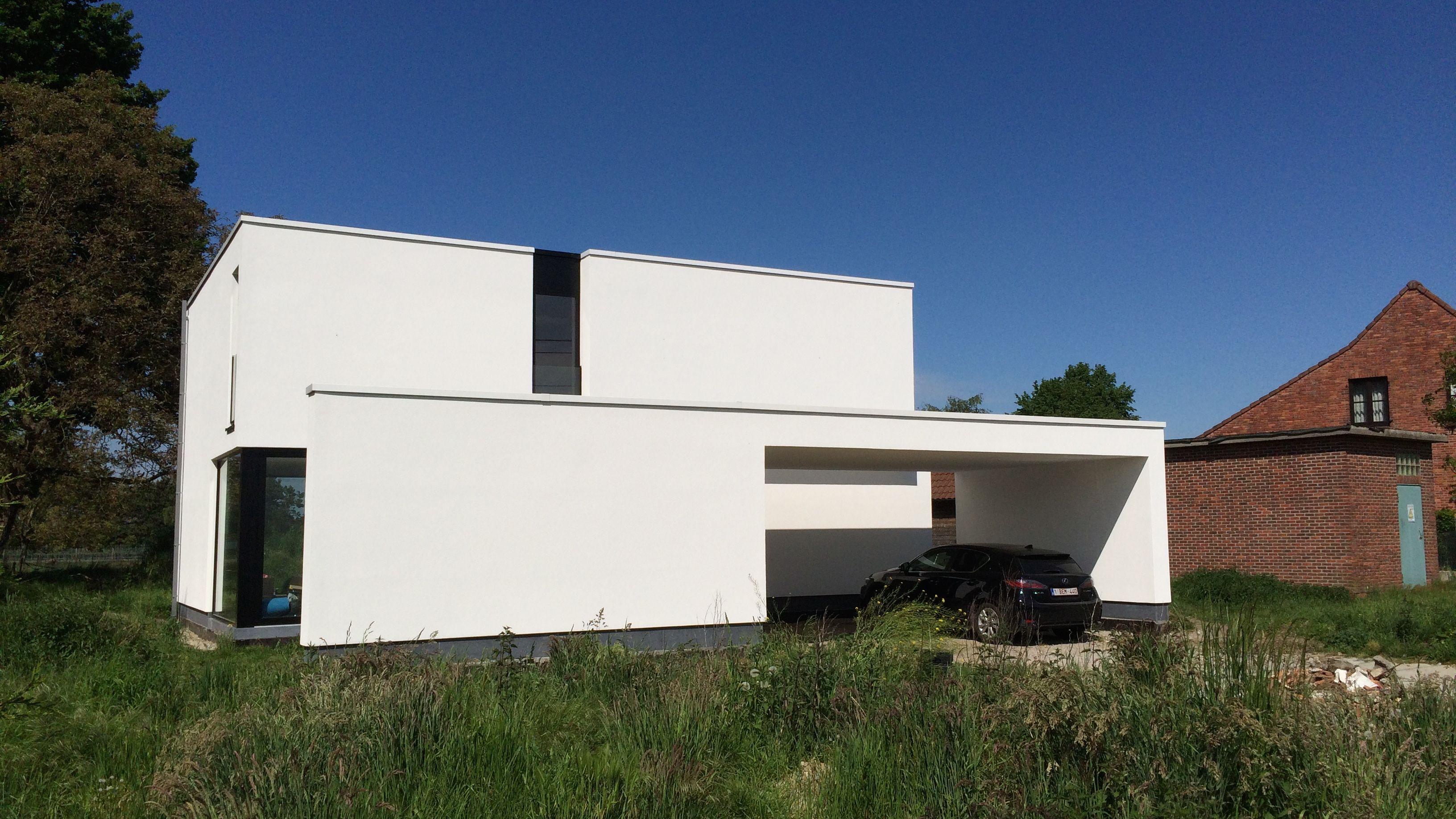 Modern & Minimalistic Low Energy House Een Dubbele Carport Biedt Tevens