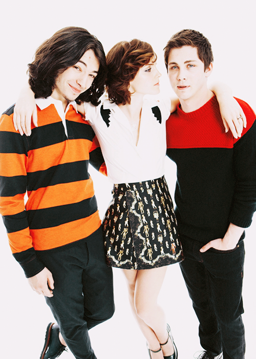 I really love her hair here, maybe next haircut?? Ezra Miller - Emma Watson - Logan Lerman