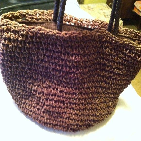 """A BEAUTIFUL SHOULDER BAG BY LIZ CLAIBORNE ON SALE!! GET IT NOW THIS IS A BEAUTIFUL LIZ CLAIBORNE WOVEN SHOULDER BAG. COMPLETELY LINED AND THE STRAPS ARE BRAIDED LEATHER. THE COLOR IS DARK BROWN. THE HANDLE DROP IS 12"""". IT HAS 1 ZIP POCKET AND 2 OTHER POCKETS ON THE INSIDE. PERFECT CONDITION!!!! Liz Claiborne Bags Shoulder Bags"""