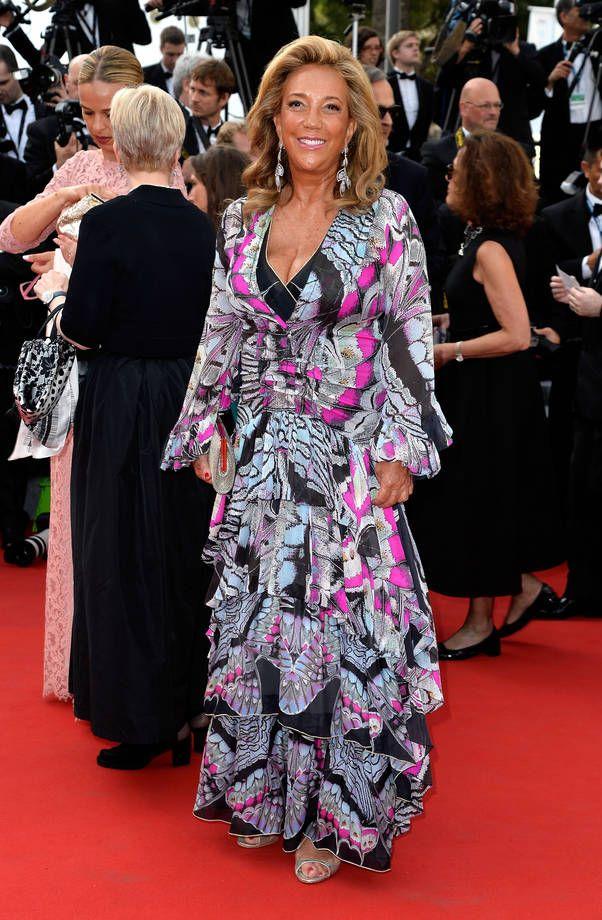 Gli abiti più brutti di Cannes 2015 | Abito fantasia grigio e fucsia con gonna a balze per Denise Rich | FOTO