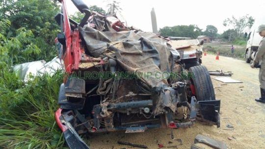 R12News: Grave acidente entre caminhões na BR-364 deixa um ...