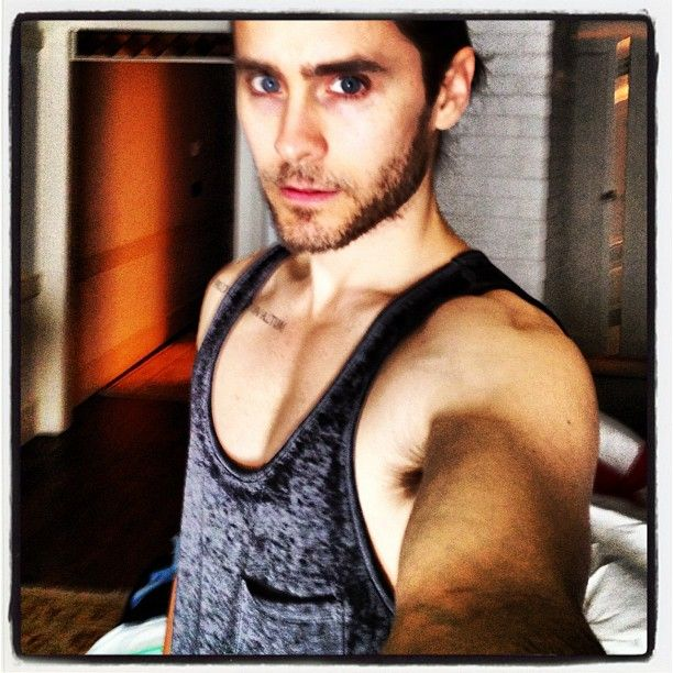 Jared Leto.  Practicing the art of the #selfie #lovelustfaithdreams (via http://instagram.com/p/ZYhGGJzBXS/