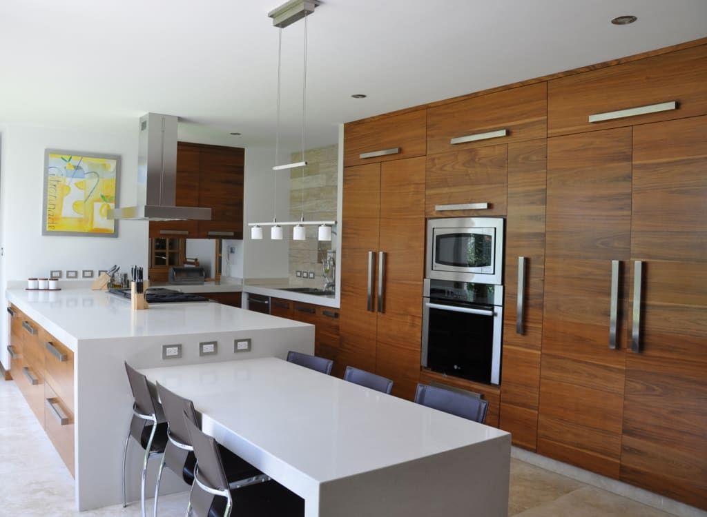 Buscá imágenes de diseños de Cocinas estilo moderno de ze|arquitectura. Encontrá las mejores fotos para inspirarte y creá tu hogar perfecto.