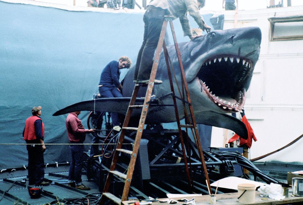 Amazing Photos Take Us Behind The Scenes Of Jaws Behind The Scenes Scenes Scene Photo