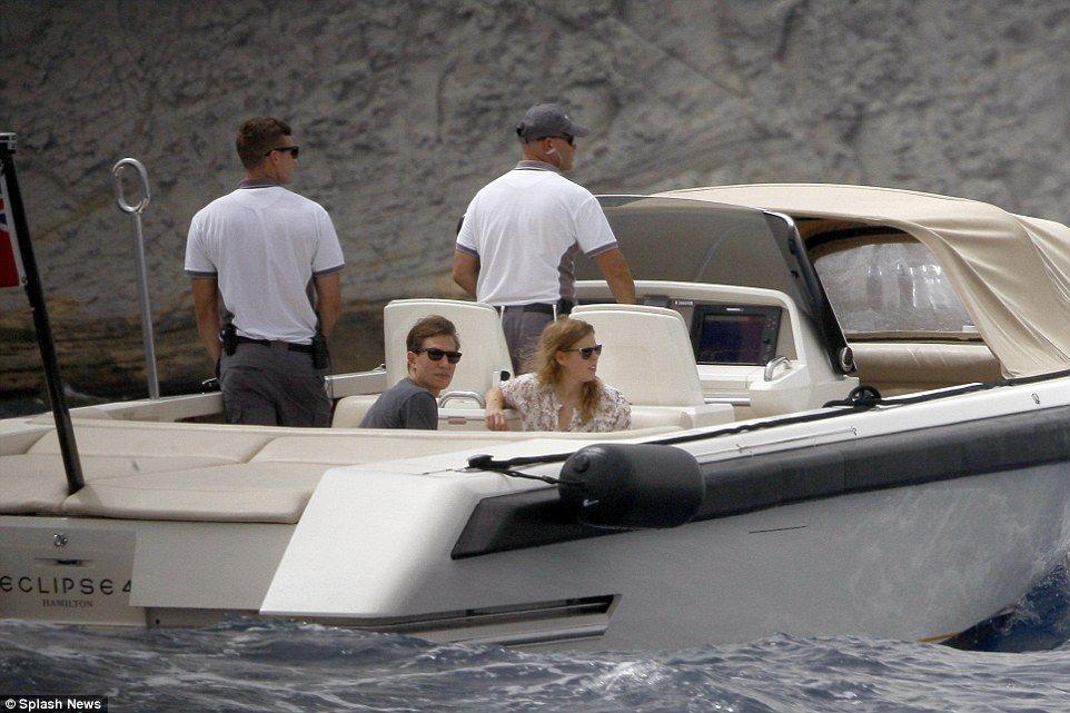 Foro Hispanico de Opiniones sobre la Realeza: La princesa Beatriz en Ibiza en el yate de Roman Abramovich
