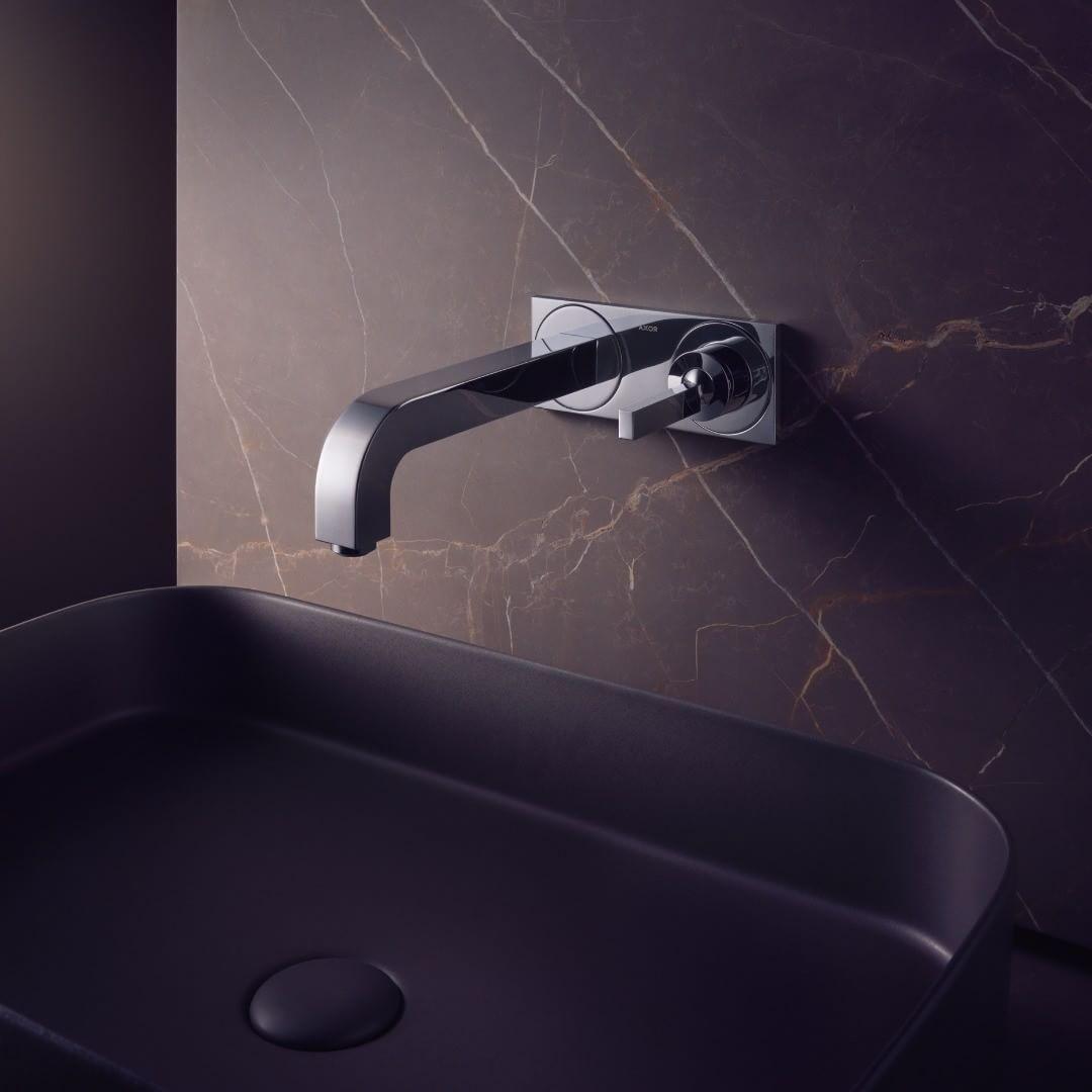 Italian elegance. Unmistakable. Monumental.  #AXOR #AXORnordic #AntonioCitterio #design  #interior #interiordesign #interiordecor #mixer #bathroom #bathroomdesign #bathroominspo #luxurybathroom #badev�relsesinspiration  #interiorinspirasjon #inredning #si