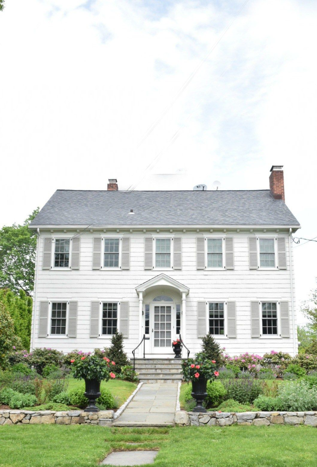 new england homes exterior paint color ideas piney lodge rh pinterest com