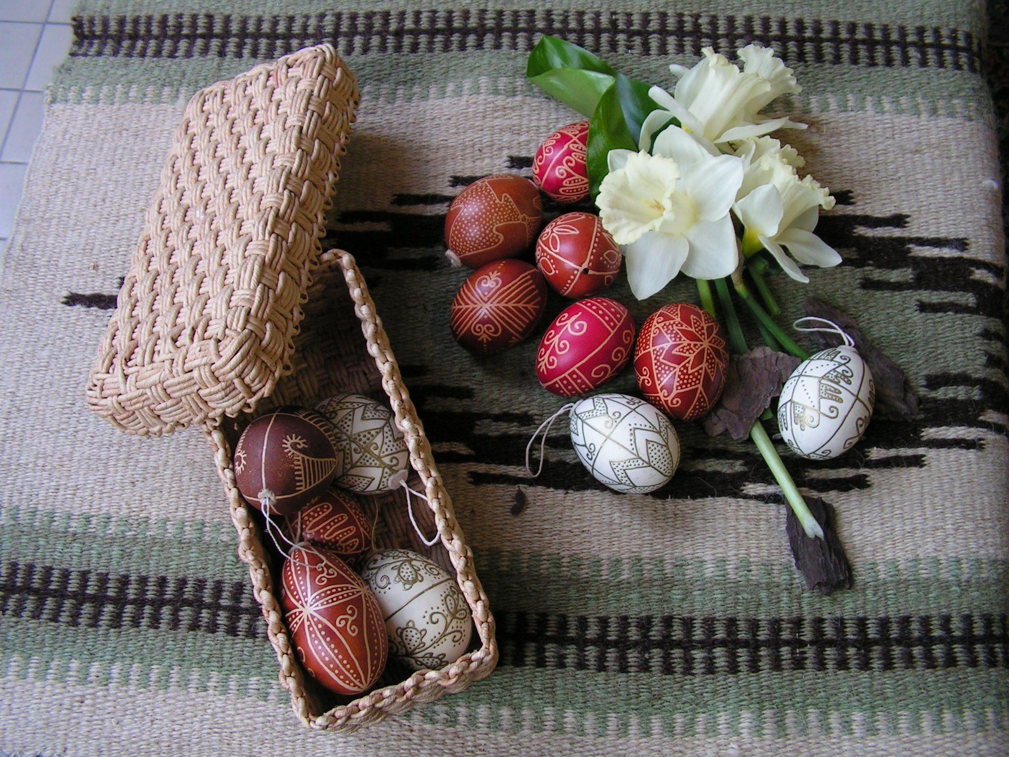 húsvéti tojások (készítette: Kókainé Vincze Éva,           fotó : Tóth Gyöngyi)