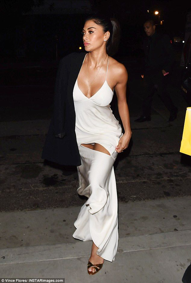 nicole scherzinger flashes her knickers at dirty dancing