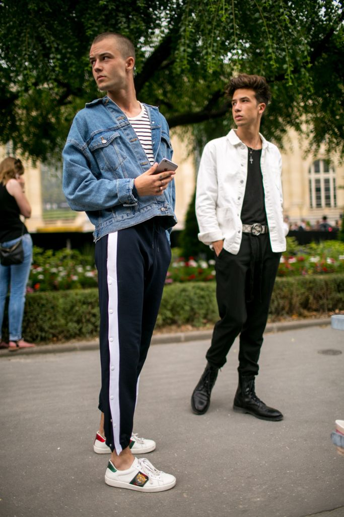 Street style at Paris Fashion Week Men's Spring 2018 KUBA DABROWSKI/WWD