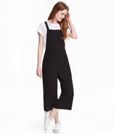 Black. 3/4-length bib-front culottes in airy woven fabric.