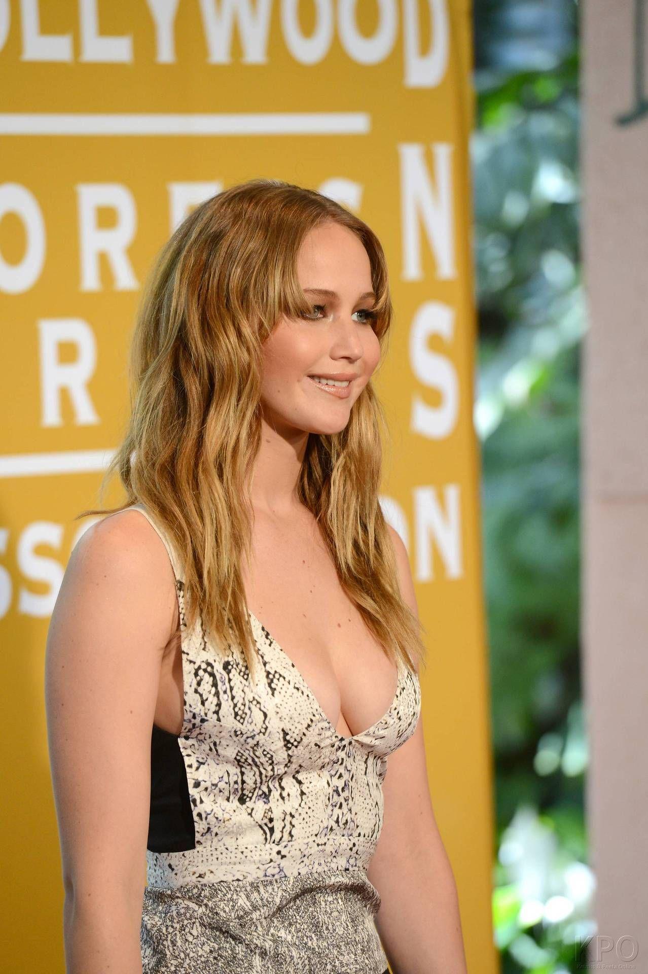 Cheeky Side Boob. #JenniferLawrence #JLaw #HungerGames