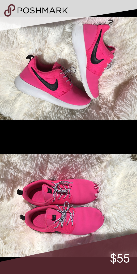 Nike shoes Athletic Nike Roshe Shoes. Pink and black, in good condition. Worn a few times Nike Shoes Athletic Shoes