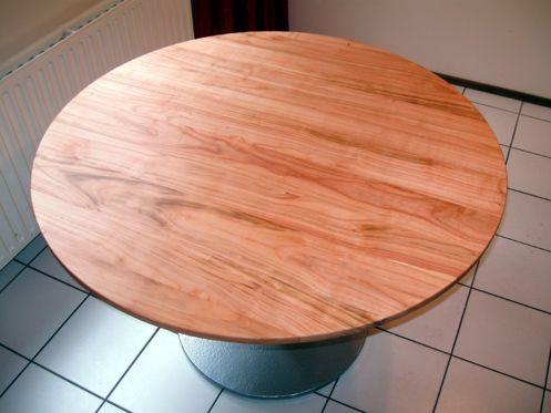 Ronde tafel van kersenhout xyleem meubelmakerij pinterest