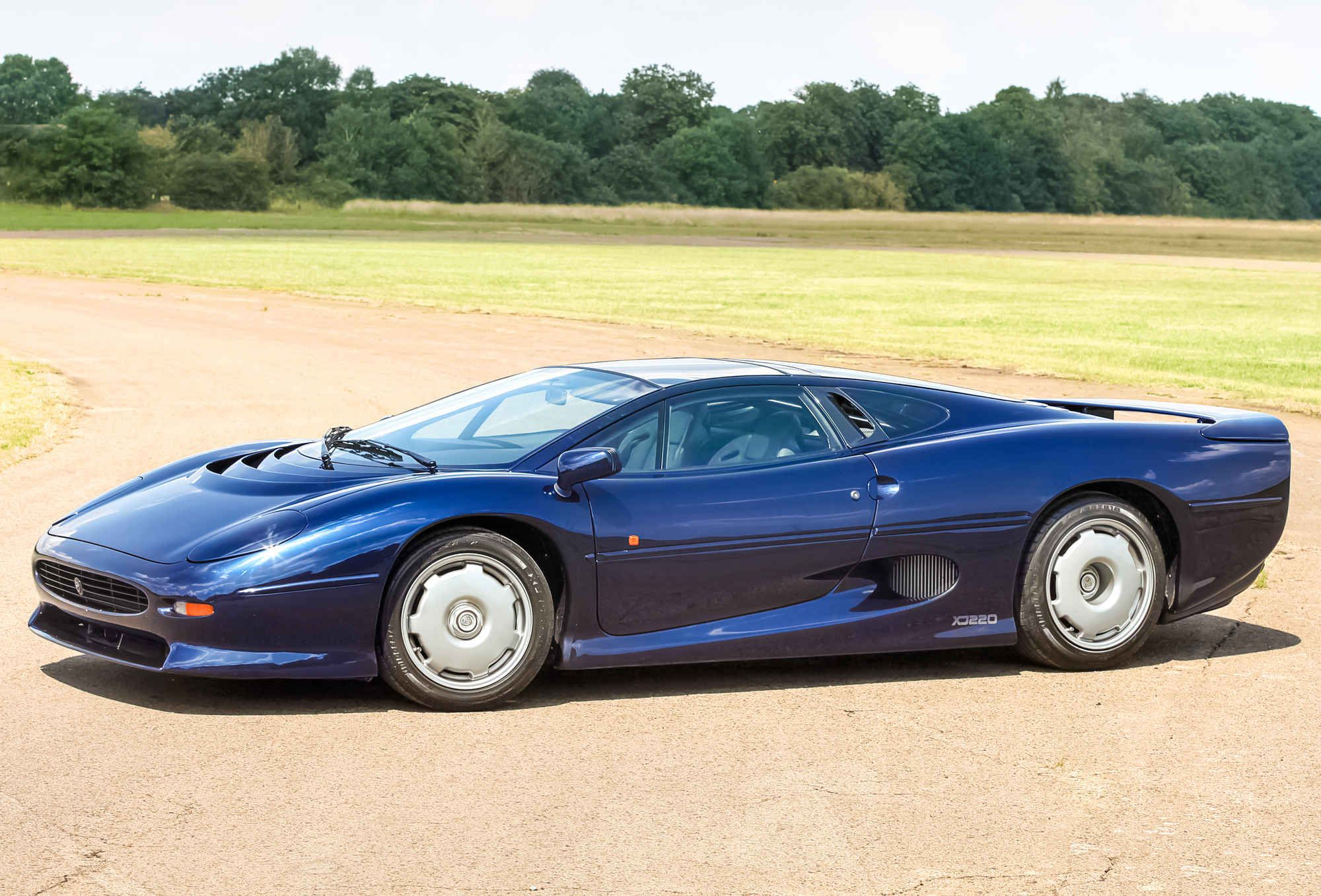 The Jaguar Xj220 Is The Perfect Supercar With Images Jaguar Xj220 Super Cars Sports Cars Luxury