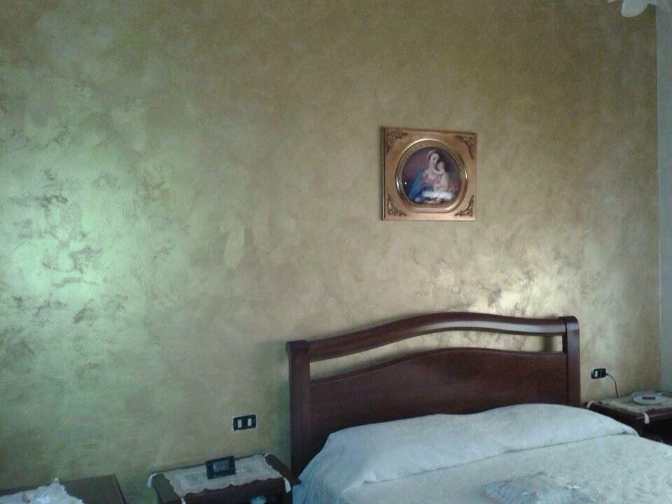 Decorazione parete con alpha desert color oro by sikkens decorazioni materiche pinterest - Decorazioni per pareti camera da letto ...