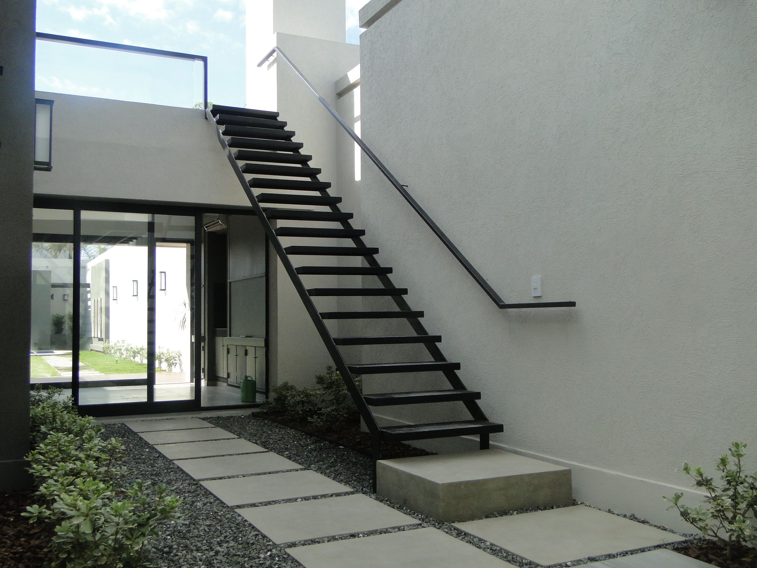 Porches Exteriores Escalera Metalica Y Patio Interior Escaleras Pinterest