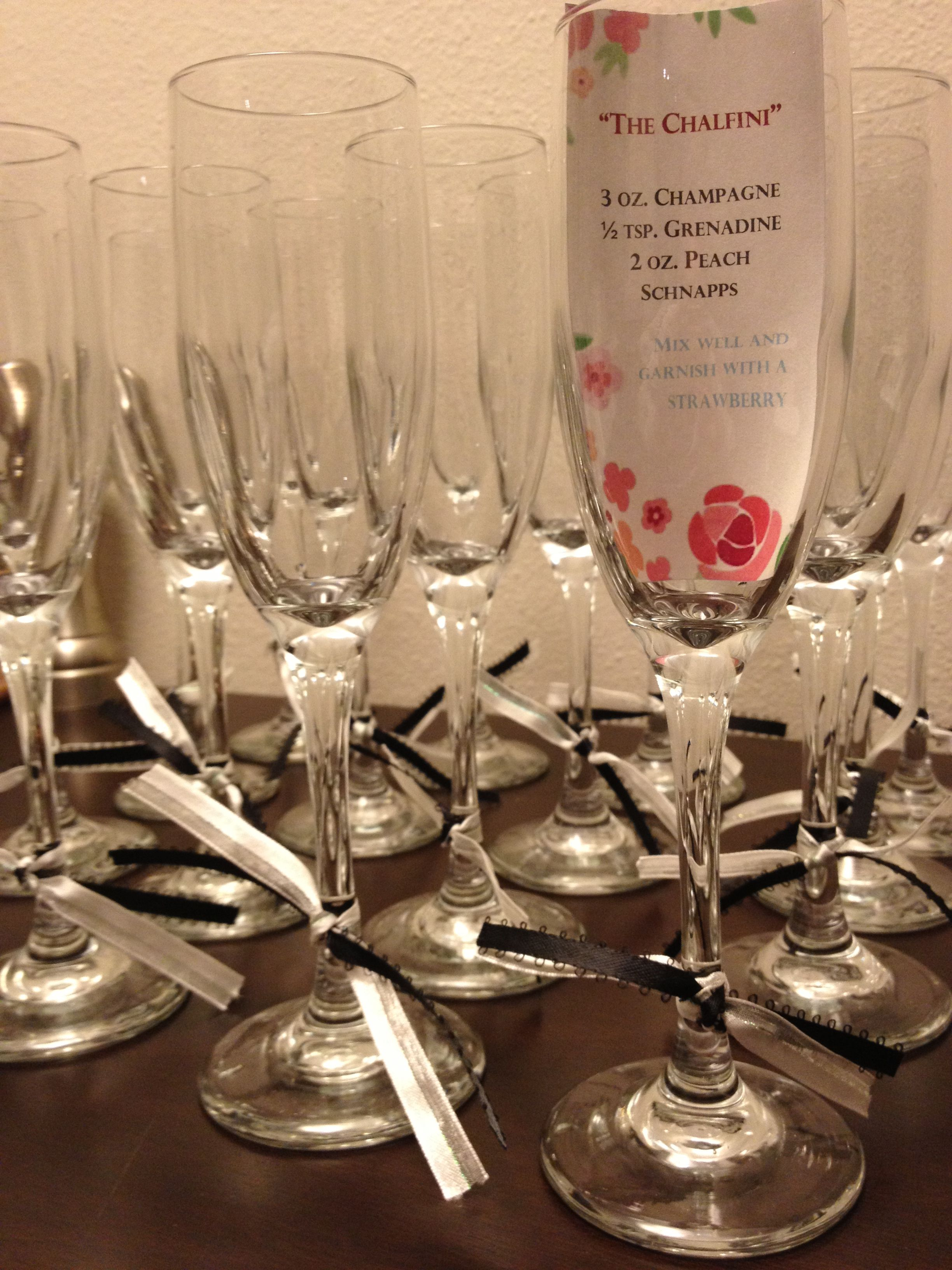 Bridal Shower Favor Champagne Flutes With Specialty Cocktail Recipe Inside Accompany With Tiny Bottles Of Prosecco Verjaardagsfeest Decoratie Decoratie