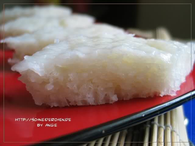 White sugar cake (白糖糕) is a steamed rice flour cake that is tender and spongey!