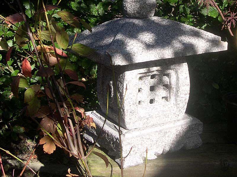 lanterne japonaise en granit sculpté à la nos realisations