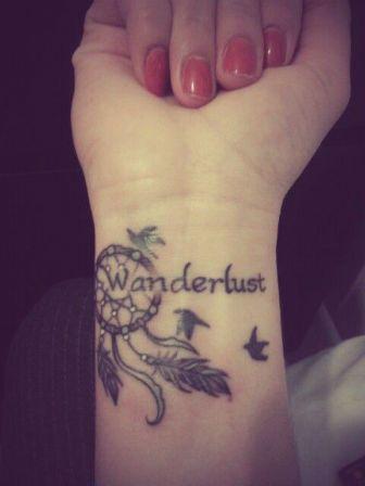 Attrape reve et phrase tatouage poignet femme