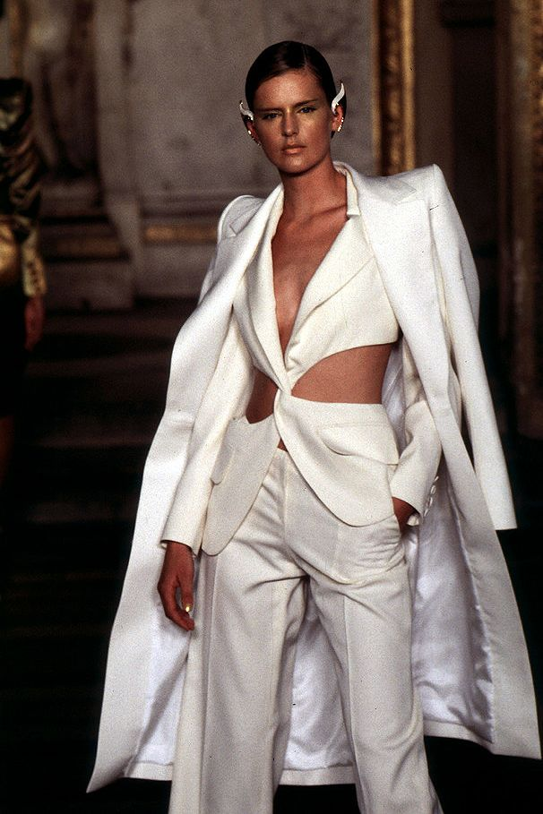 Stella tennant givenchy s s 1997 haute couture by for Couture vs haute couture