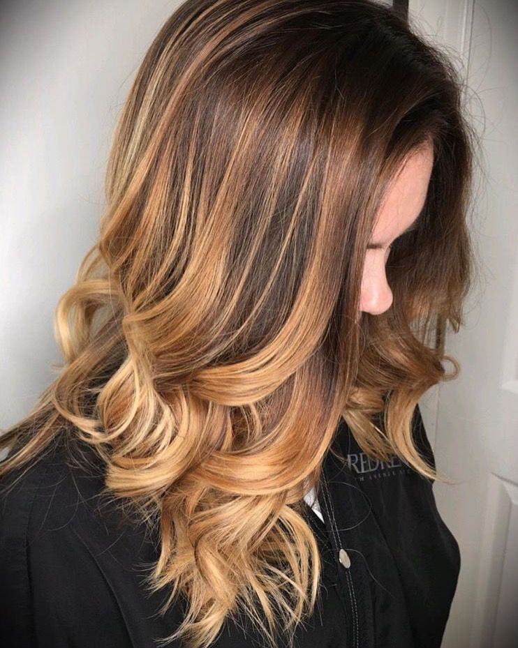 Redken Warm Balayage And Medium Length Hair Painting Hair Color Brunette And Blonde Balayage With Highlights And Hair Paintin Haar Inspiratie Kapsels Balayage