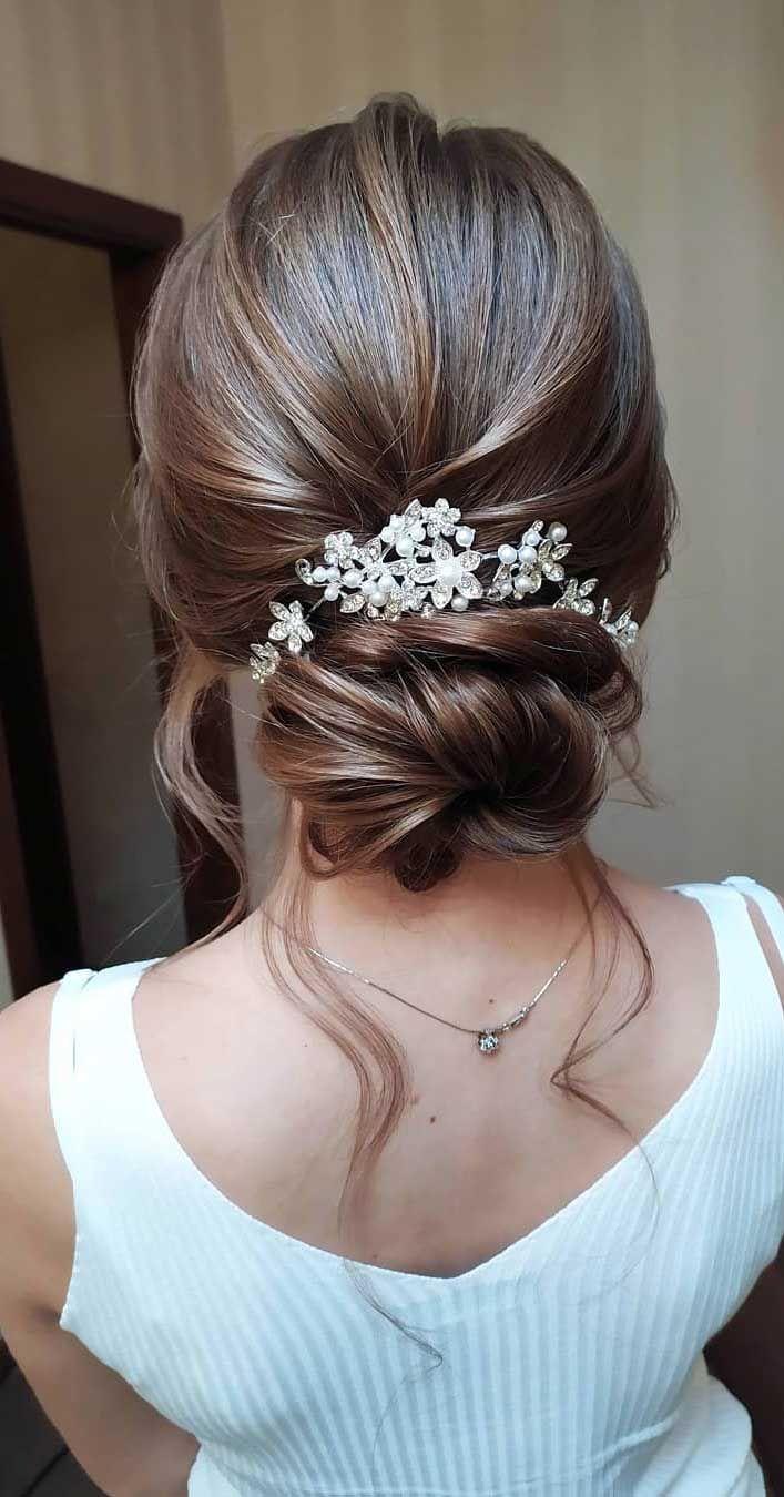 75 romantische Hochzeitsfrisuren -  75 romantische Brautfrisuren, Frisuren für Hochzeiten langes Haar, Hochzeits-Hochsteckfrisuren mit - #BoxBraids #Hair #hochzeitsfrisuren #KinkyCurly #NaturalCurlyHair #NaturalHair #romantische #SceneHair #messyupdos