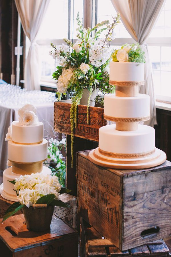 Vintage Ambiance Cake Display Table Vintage Wooden Crates Wedding Party Centerpieces