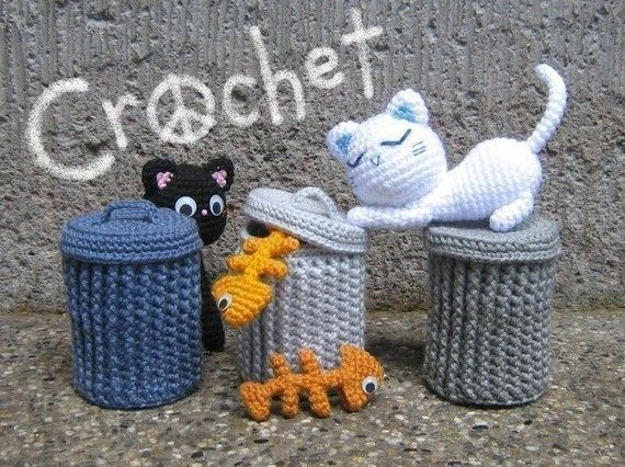 I never thought of crocheting a garbage can. This is giving me ideas about crocheting more inanimate amigurumi objects.
