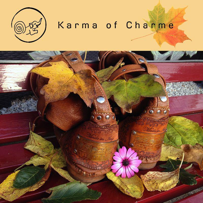 Vintage #karmaofcharme laarzen. Omdat het jaargetijde ook een beetje vintage aan het worden is. Mooie gekleurde herfstblaadjes.