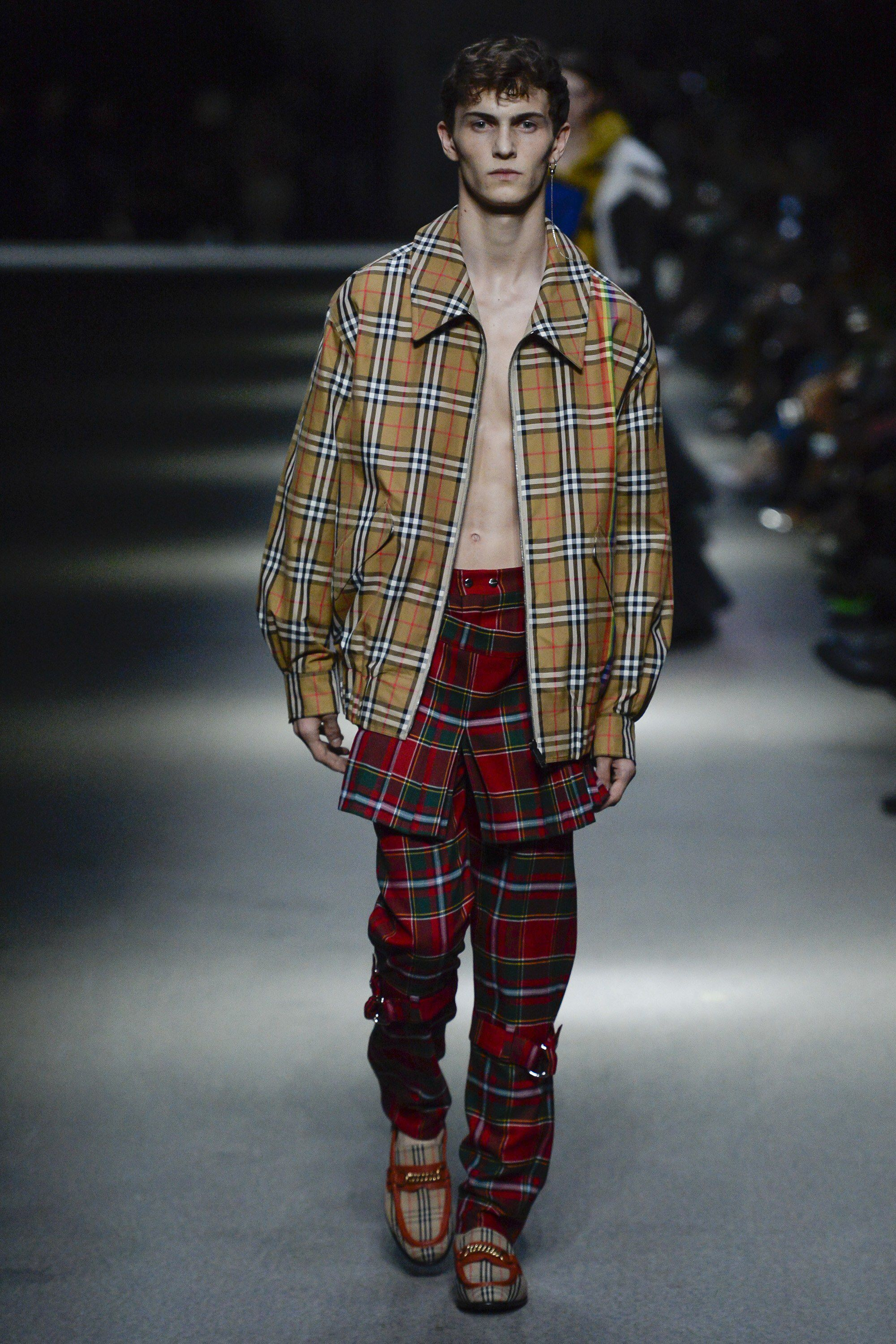 Burberry spring 2018 ready to wear fashion show collection 2018 2019 fall winter pinterest - Burberry fashion show ...