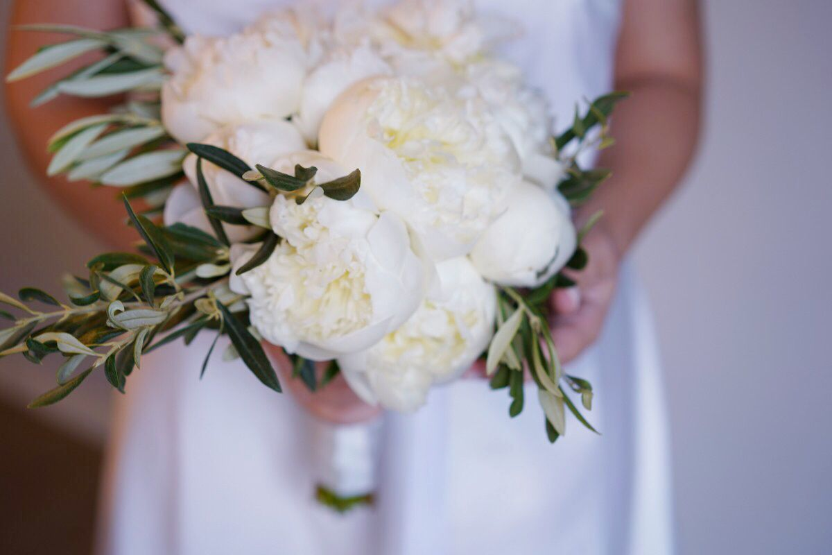 Bouquet Sposa Ulivo.Bouquet Da Sposa Peonie Bianche E Ulivo Bouquet Da Sposa Fiori