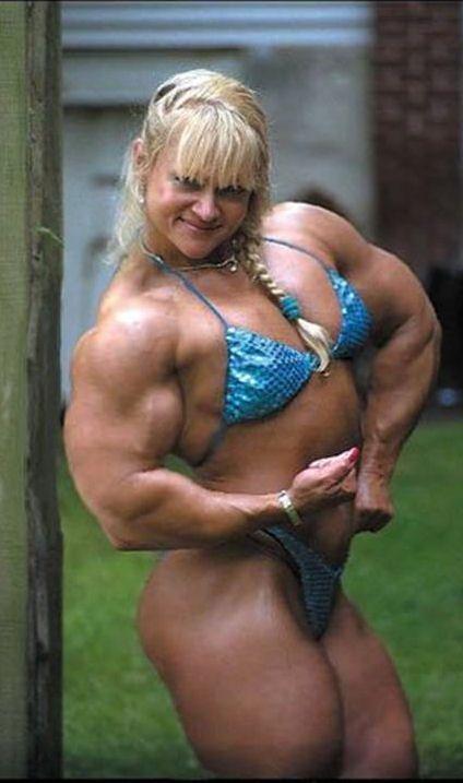 Blonde bodybuilder shoulder and bicep flex | Ripped women
