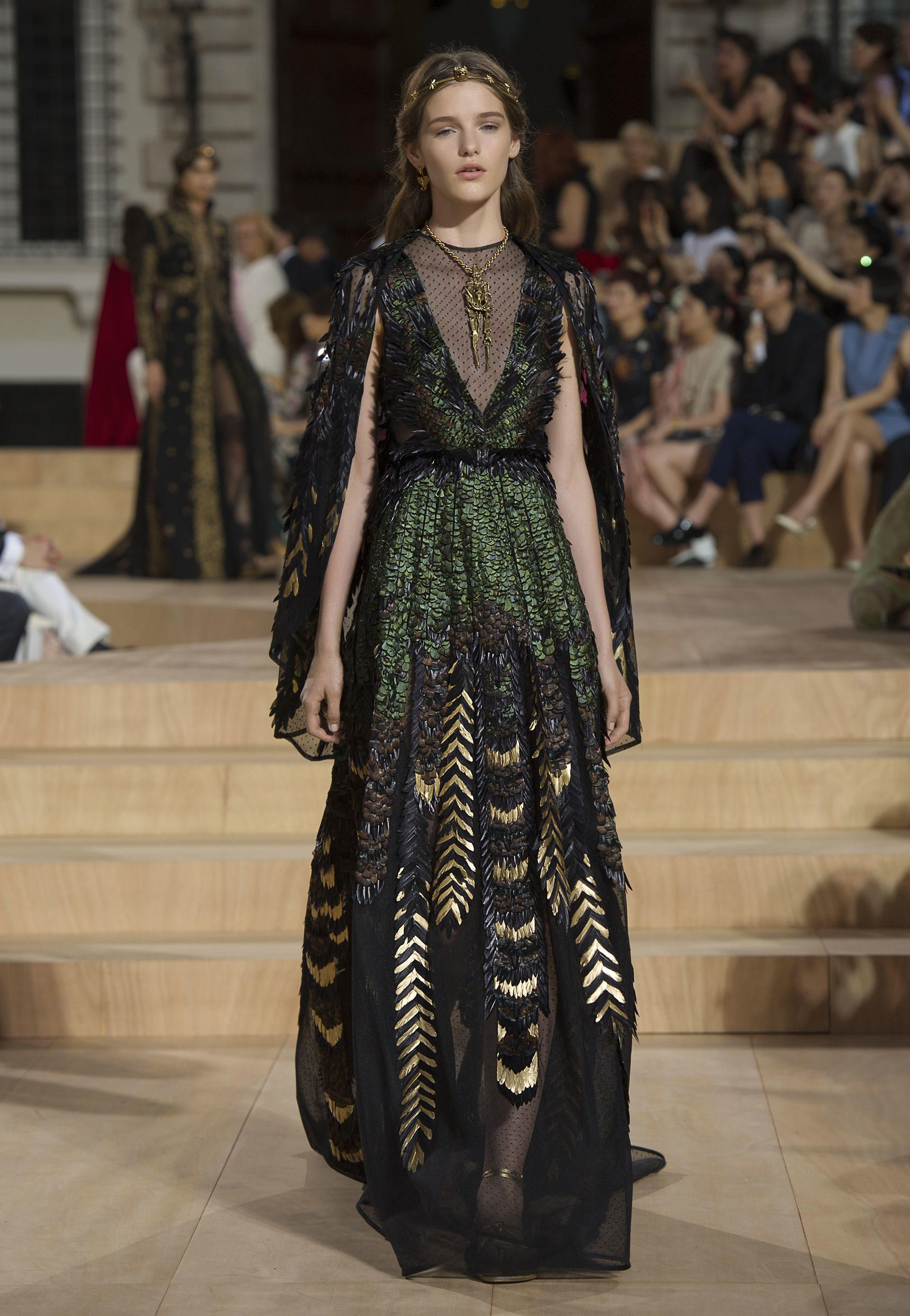 85e88311ae2d Valentino Official Website - Discover the Valentino Women Collection. Watch  the Fashion Show