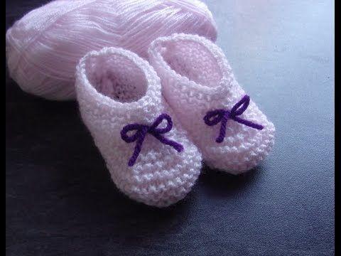 9d3283bbbe5fa Tricoter des chaussons pour bébé - Le tricot facile  Apprendre à tricoter  des chaussons pour bébés - YouTube