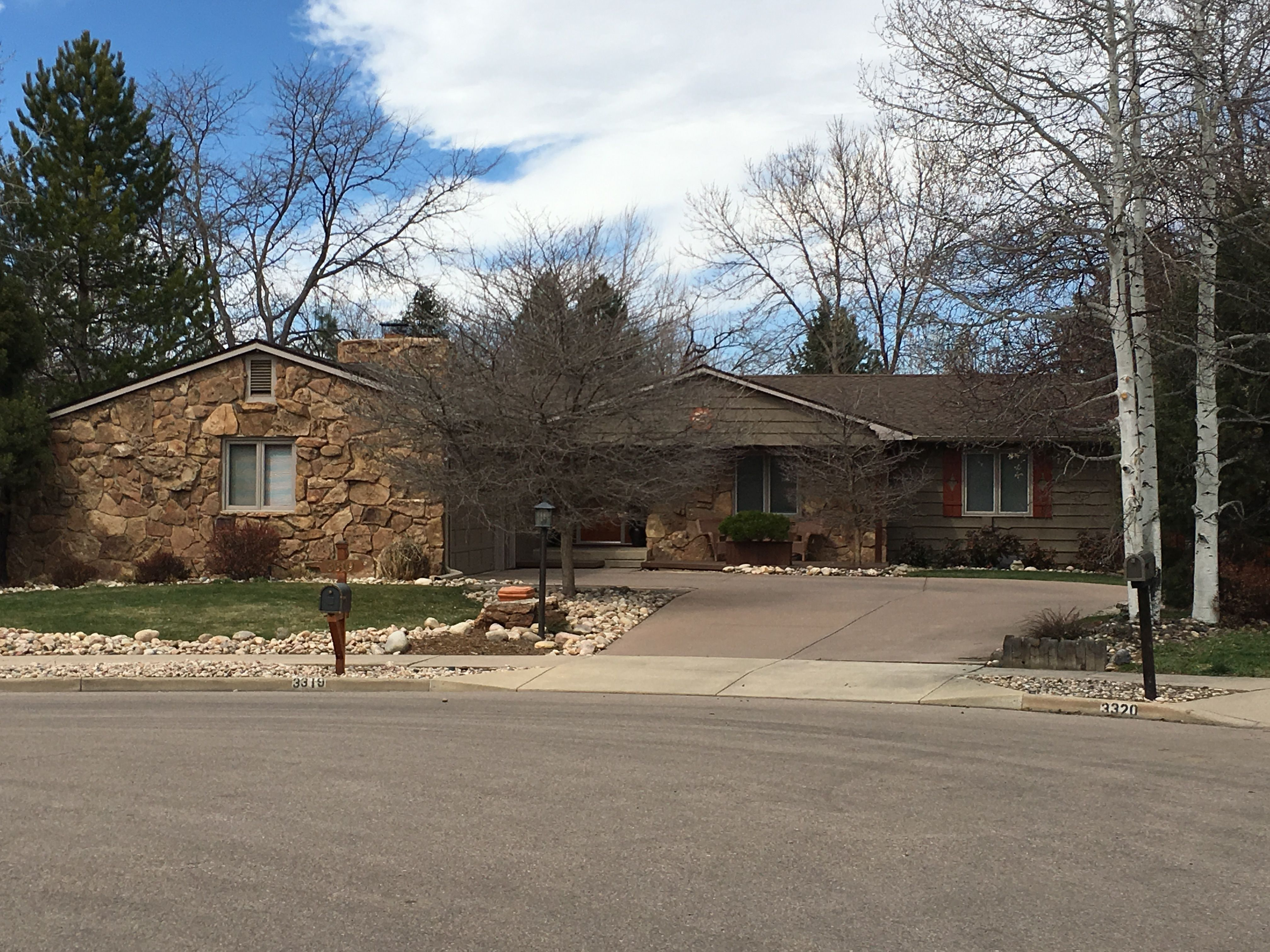 Best This Home In Loveland Has Barkwood Colored Shingles On It 400 x 300