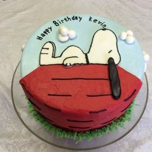 Snoopy Birthday Cake Cerca Con Google With Images Snoopy