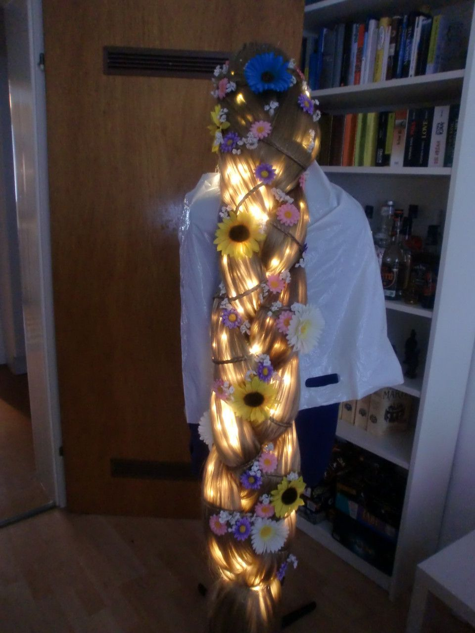 rapunzel costume kost m wig per cke braid zopf costumes. Black Bedroom Furniture Sets. Home Design Ideas