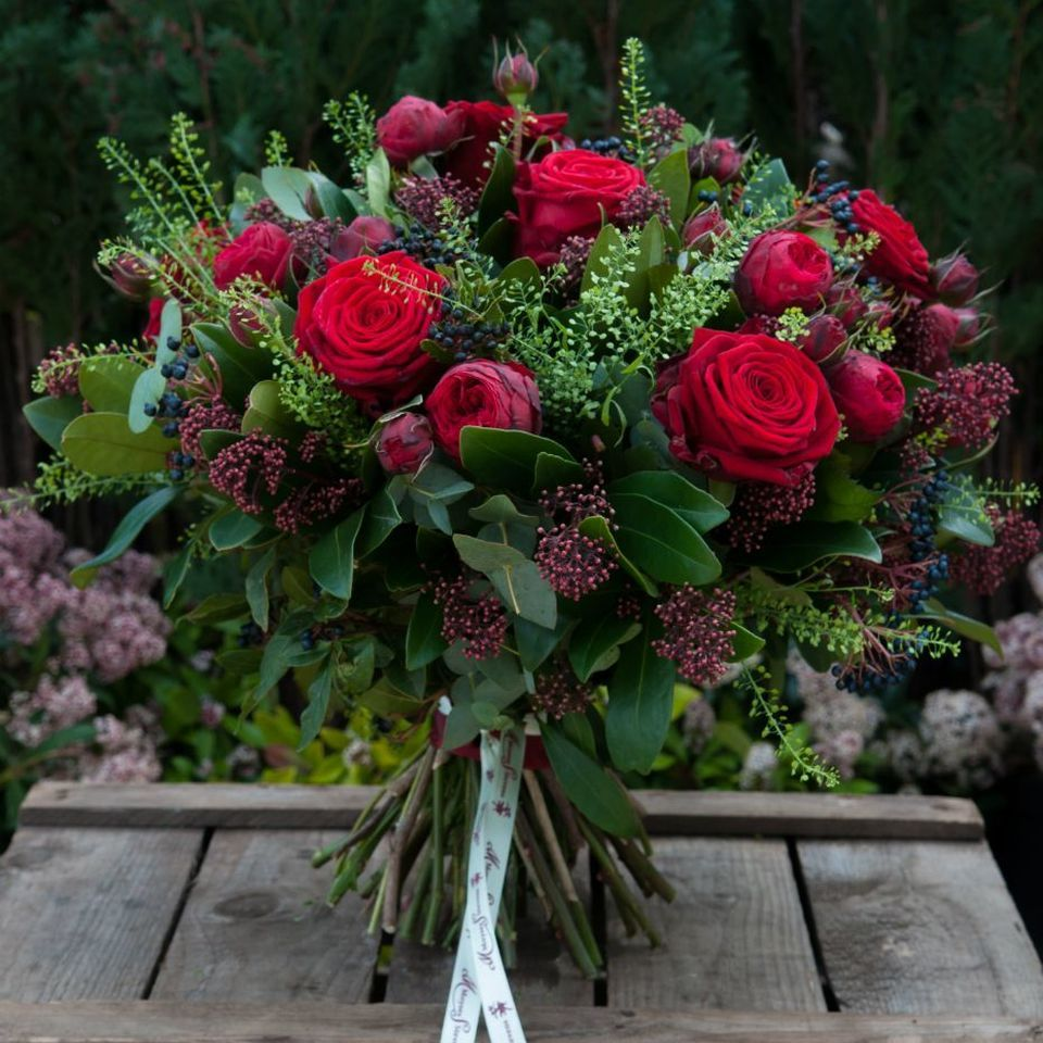 Rusty Reds in 2020 Red rose bouquet, Wedding flowers
