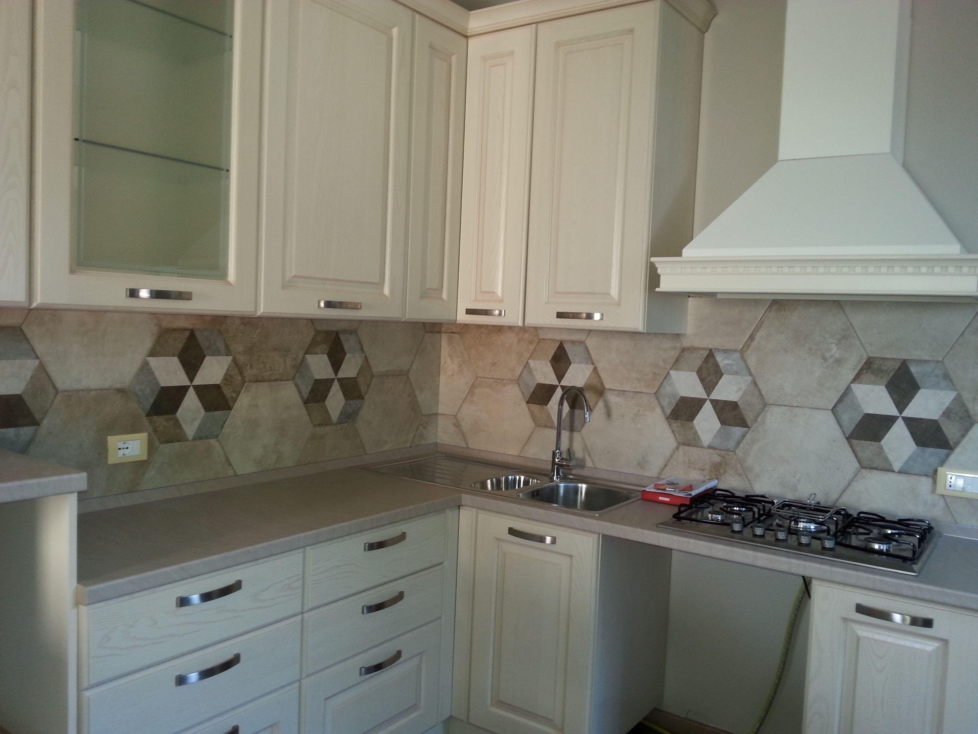 Ceramicafioranese heritage rivestimento cucina con piastrelle esagonali i nostri lavori - Piastrelle cucina ...
