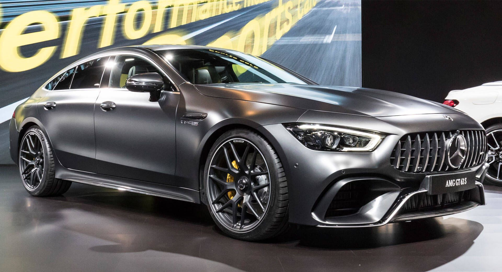 Mercedes Amg Gt 4 Door Coupe Brings Its Identity Crisis To America Autos Carro Deportivos