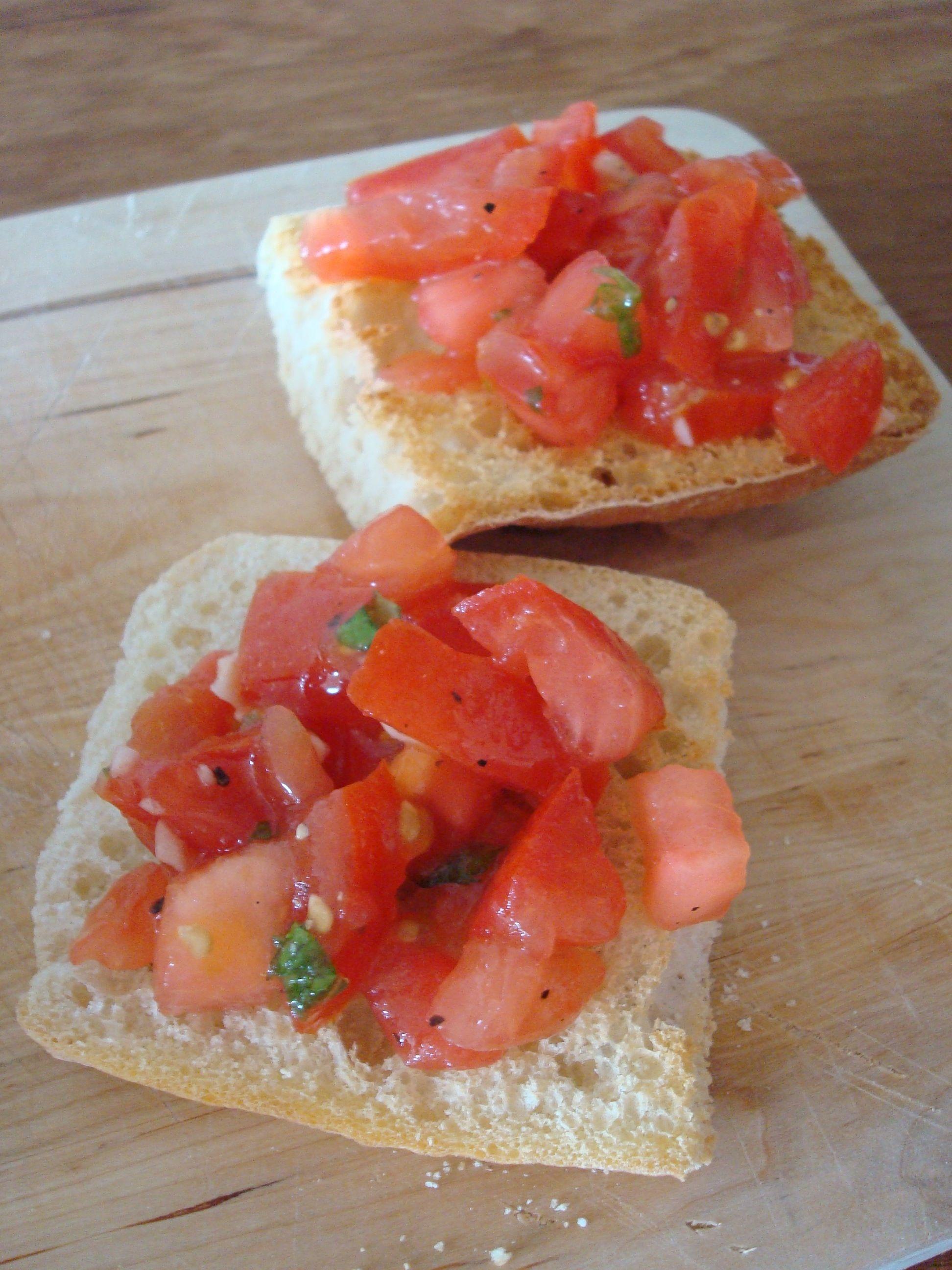 Bruschette al pomodoro e basilico