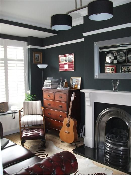 farrow ball 39 studio green 39 proving beautifully that dark colours enhance small rooms. Black Bedroom Furniture Sets. Home Design Ideas