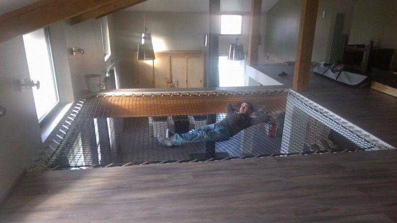 trampoline filet maison bing images netz wohnhaus. Black Bedroom Furniture Sets. Home Design Ideas