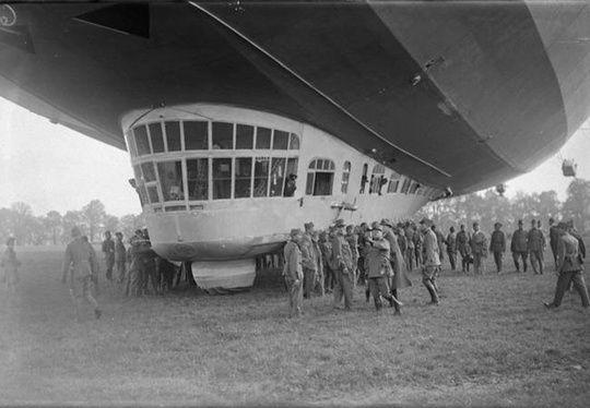 luftschiff graf zeppelin landung in bern historical images all images are. Black Bedroom Furniture Sets. Home Design Ideas